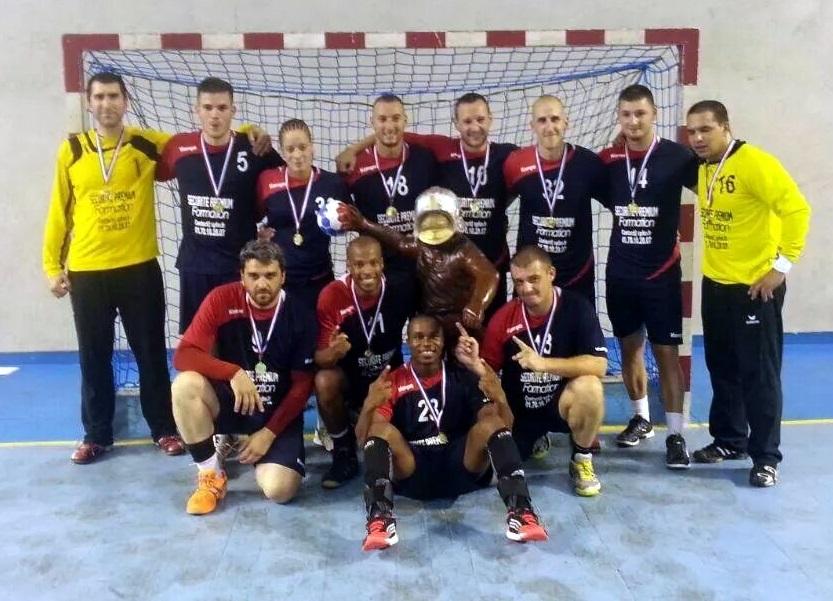 L'équipe de handball championne de France sapeurs-pompiers